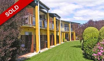Nelson Motel Business overlooking the Golf Course. Who said you can't work and play! Price Reduced!